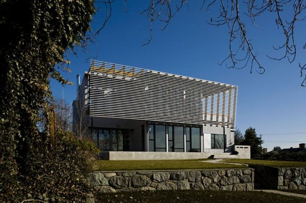 <strong>Reconstruction d'une maison au Canada<span><b>Architecture</span></strong><i>→</i>