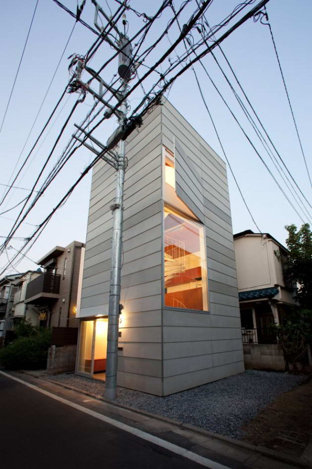 <strong>Petite maison par «Unemori Architects», Japon<span><b>Architecture</span></strong><i>→</i>