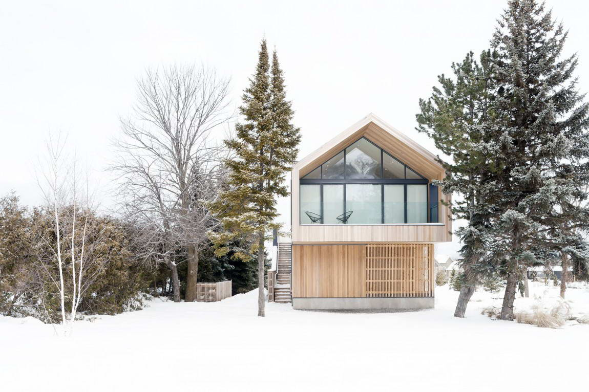 <strong>Maison Glissada au Canada par l'Atelier Kastelic Buffey<span><b>Architecture</span></strong><i>→</i>