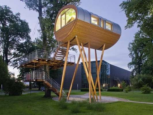 <strong>Maisons dans les arbres<span><b>in</b>Architecture</span></strong><i>→</i>