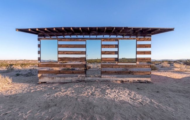<strong>Lucid Stead : La cabane invisible de Philip K Smith III.<span><b>Architecture</span></strong><i>→</i>